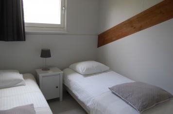Lelymarelogies De Schelp extra slaapkamer met twee bedden